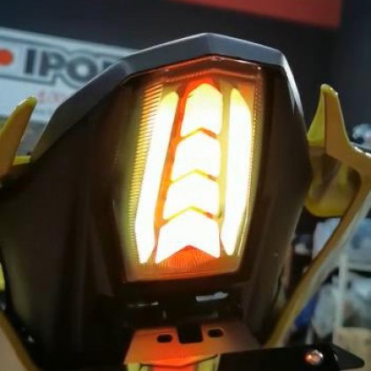 R15 V3 2.0 Integrated Tail Light
